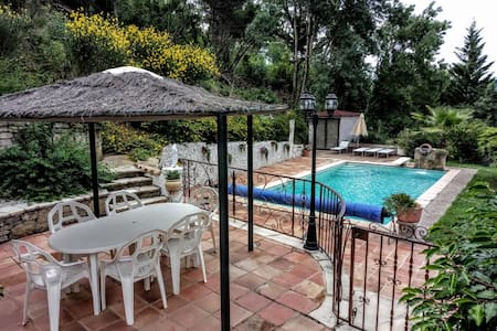 """El Patio"" appartement calme, piscine et belle vue"