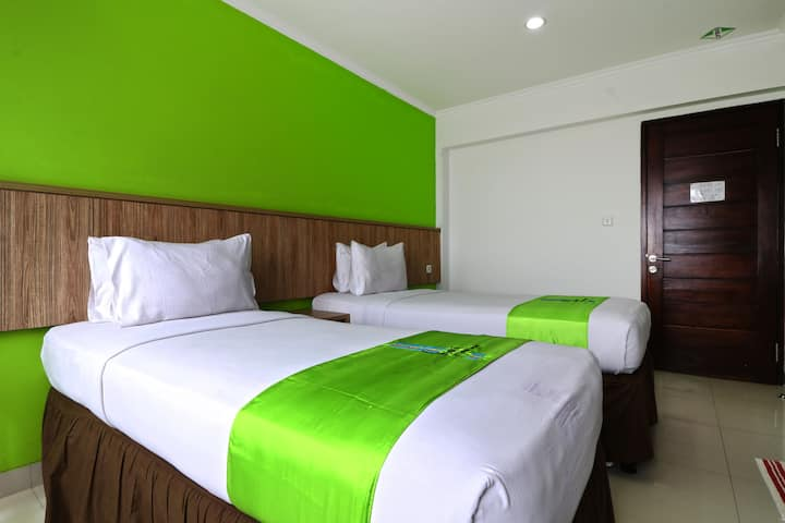 Deluxe Twin at Hotel Bumi Makmur Indah