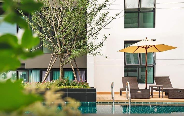 全新复式两卧两卫Privacy Duplex 2bed/MRT/RAMA9 近国际学校。月租