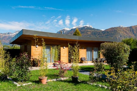 House at the edge of Lake Annecy  - Lathuile - Шале