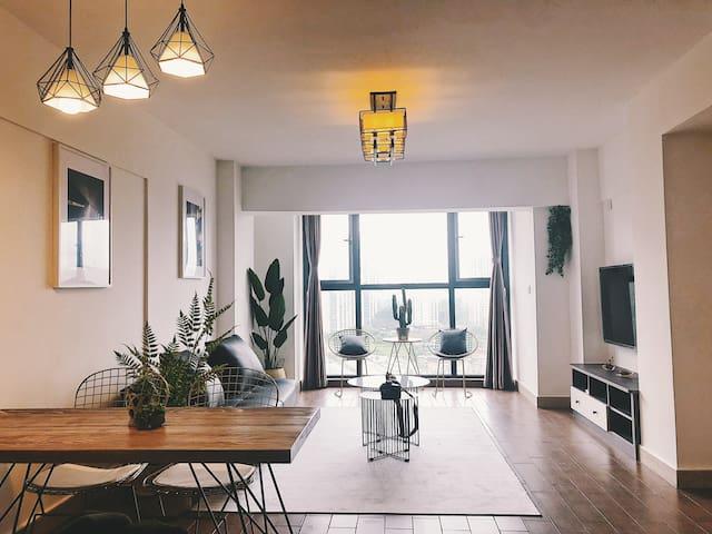 【伍】近贵阳北站落地窗通透复式冷淡北欧风格徐家五号公寓 Xu's Loft Five