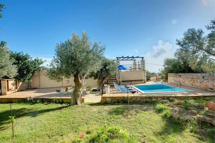 Relax in Villa Gerasimos Triopetra Kreta - Τριόπετρα - Ev