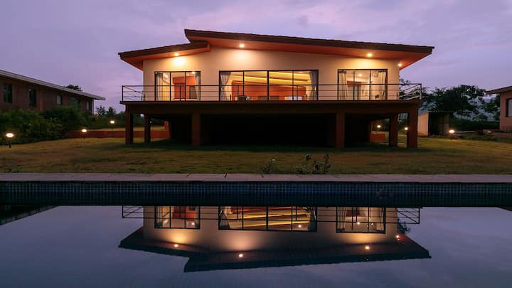 Shivom 4 - Pawna Dam View with Private Pool & Lawn