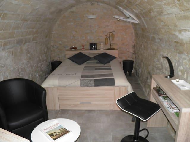 Studio indépendant avec cour