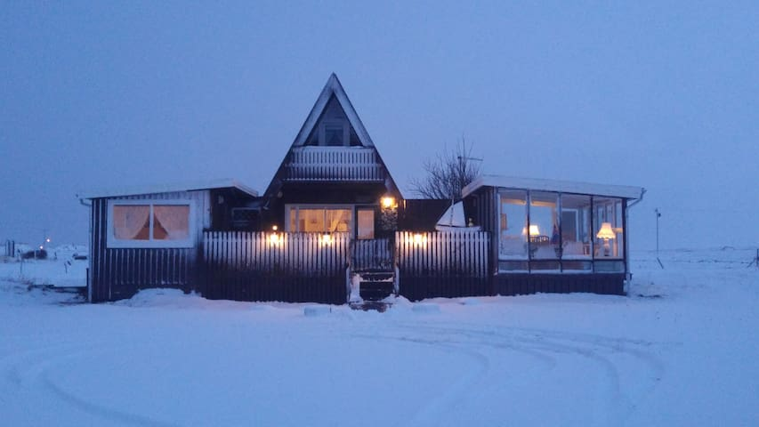 Cosyness Cottage (with sea view and sea hot tub)