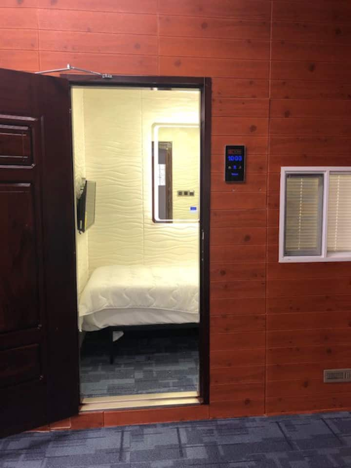 DownTown sleeping pods rooms in a Hotel BnB/S-4
