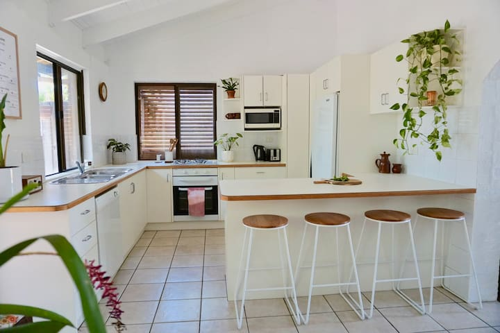 1 bedroom GuestHOUSE @thecentralnoosa
