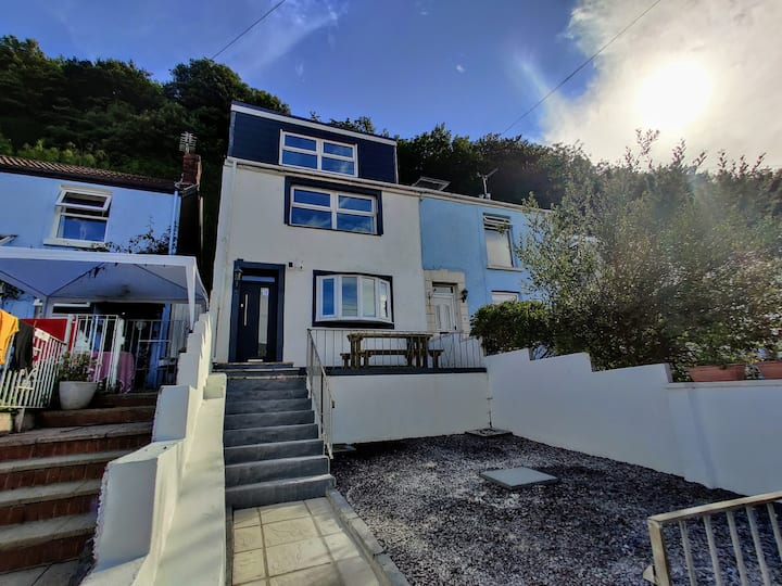No. 10 | Luxury Mumbles Home with Hot Tub and Sea Views