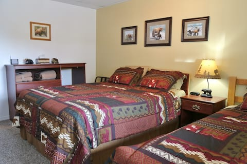 House on the Rock B & B Queen & Twin Room