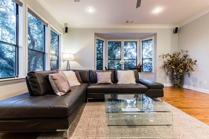 Contemporary Home in a Quiet Nook of Urban Dallas