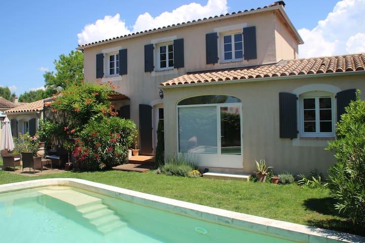 Villa 6/8 personnes avec piscine, calme