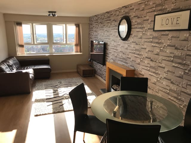 Top Floor Apartment close to CityCentre.2Large Bed