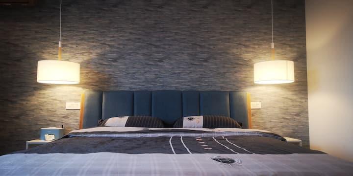 【精致大床房】让身心好好渡个假吧/云舒客来栖民宿客栈,距离芦笛岩500米,市中心3公里