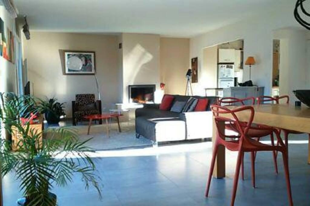 Villa contemporaine toit terrasse 100m de la mer for Toit terrasse location marseille