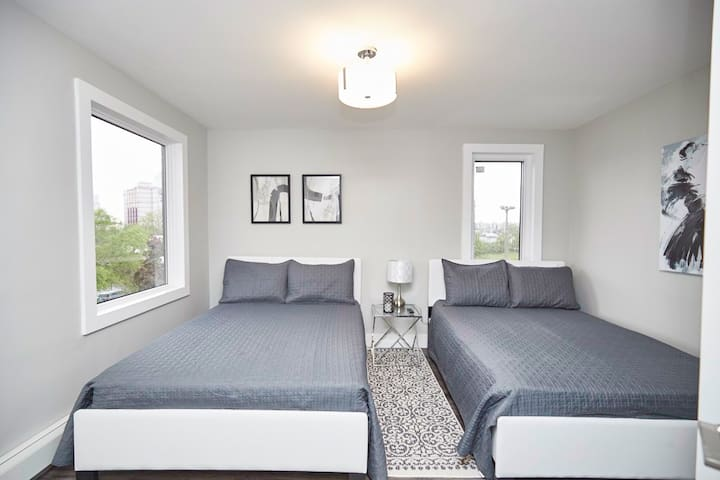 Smart Stays Self contained, Isolated Home - Clifton Hill Luxury Condo  - 201