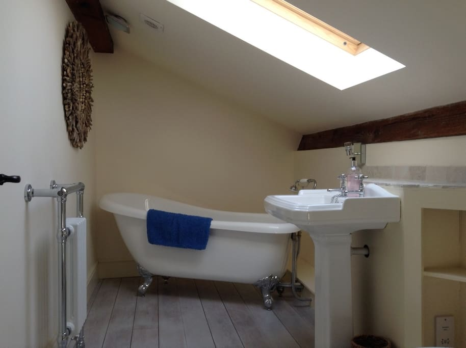 Roll top ensuite bath room