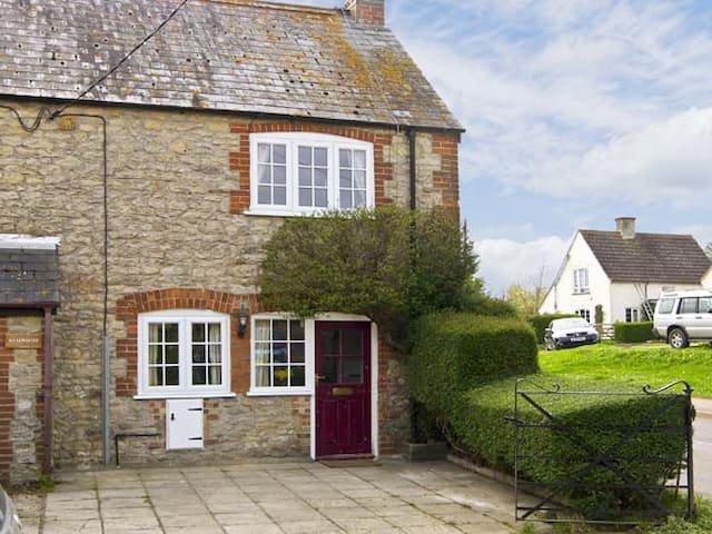 Candy Cottage, THORNFORD