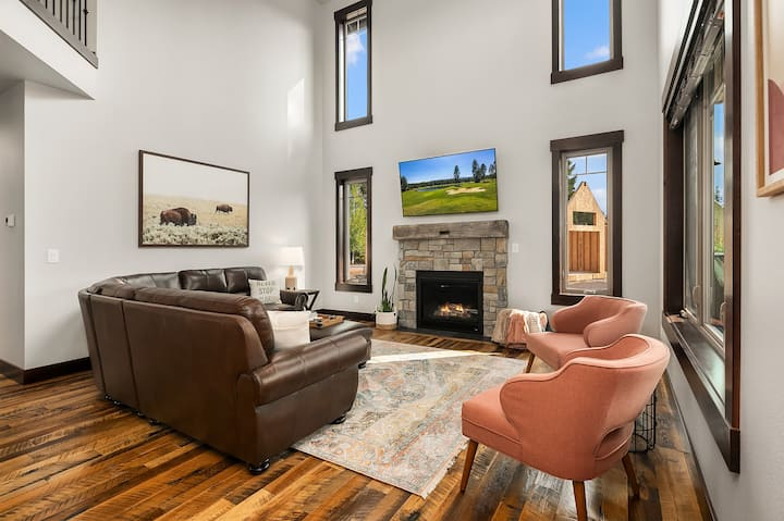 Sunrise Ridge - New!-New, Luxury Home in Suncadia! Great Value * Hot Tub * Specials!
