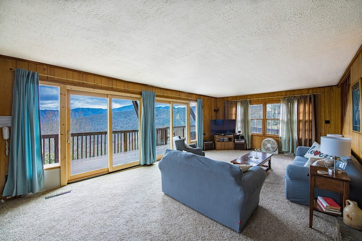 Large home overlooking Hawksnest, 4500 FT up, 3BR