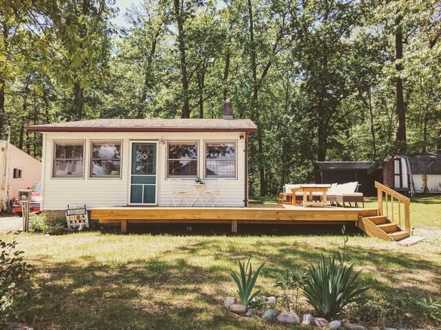 Stylish, Cozy, and Renovated Lakeside Retreat