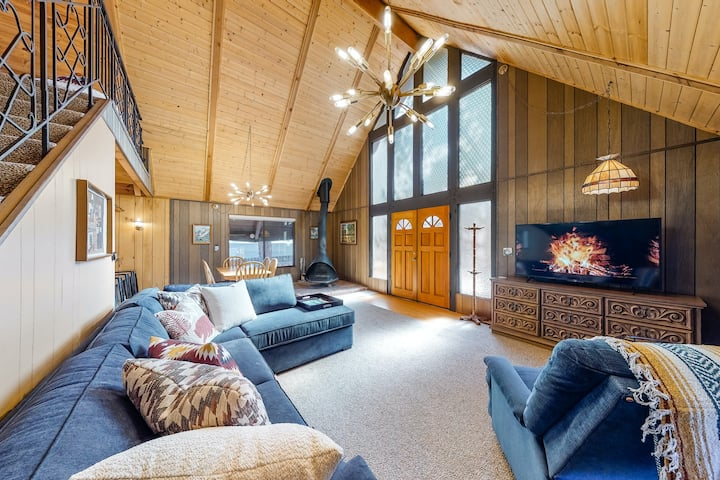 Beautiful & Convenient 1960s Cabin w/ Wood Stove, near Skiing & Lake Attractions
