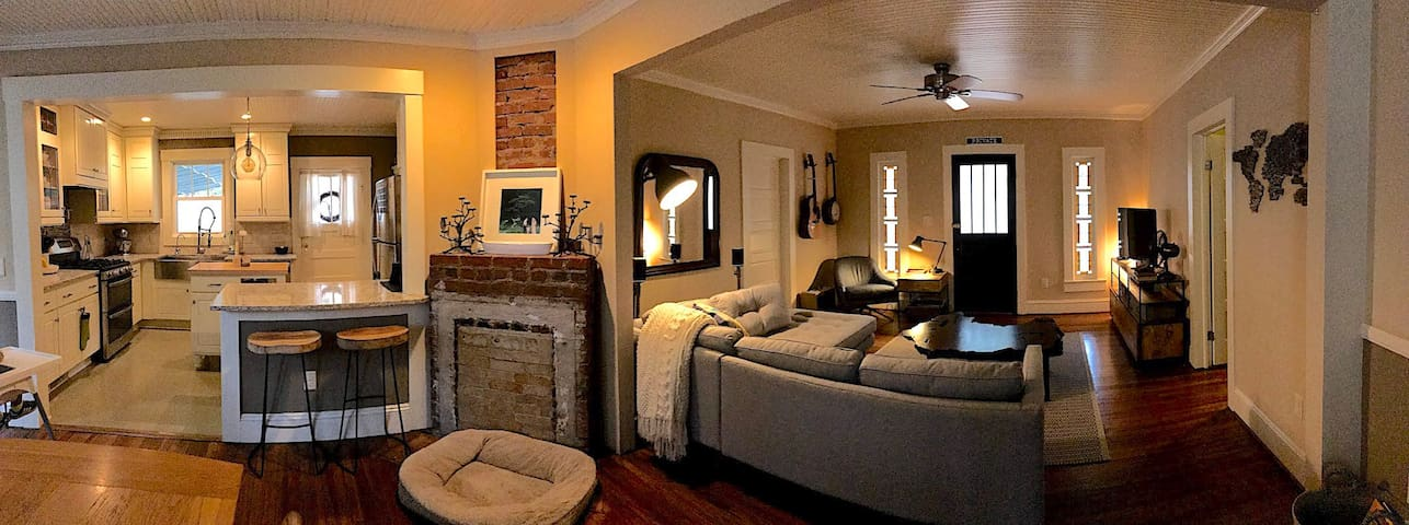 Warm Cottage Home near Downtown, Perfect to Relax