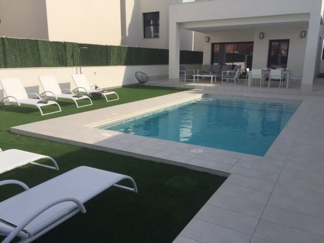 EXCLUSIVE VILLA .PRIVATE POOL .350M FROM BEACH