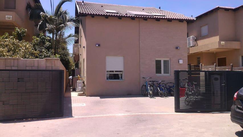 Hadassa's house in mochav yad binyamin