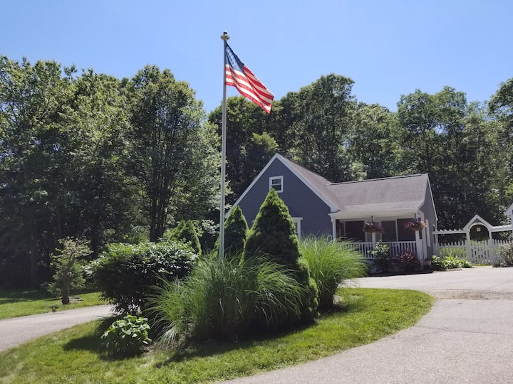 Classic CT Cottage w/ Trail by Harkness Park/Beach