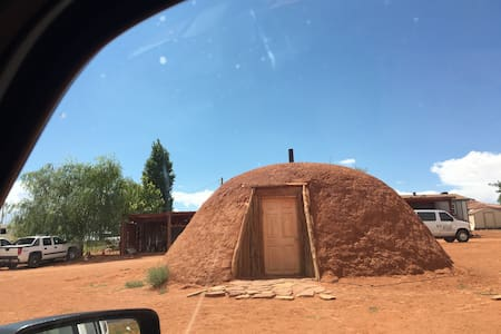Nizhoni Hogan - Oljato-Monument Valley - Earth House