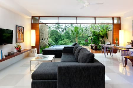 Couple pool villa with kitchen and jacuzzy in Ubud