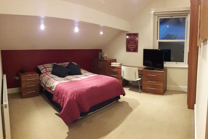 Stunning double room with private bathroom - Worsley