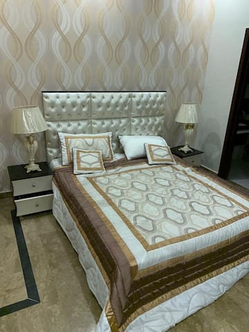 Royals Class Bedroom and Bath Lahore Cantt Airport