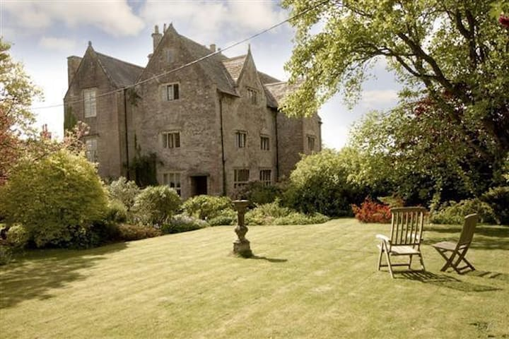 Enchanting 16th century Manor with walled garden. - Mathern, Chepstow - Dom