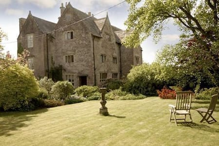 Enchanting 16th century Manor with walled garden. - Mathern, Chepstow - Casa
