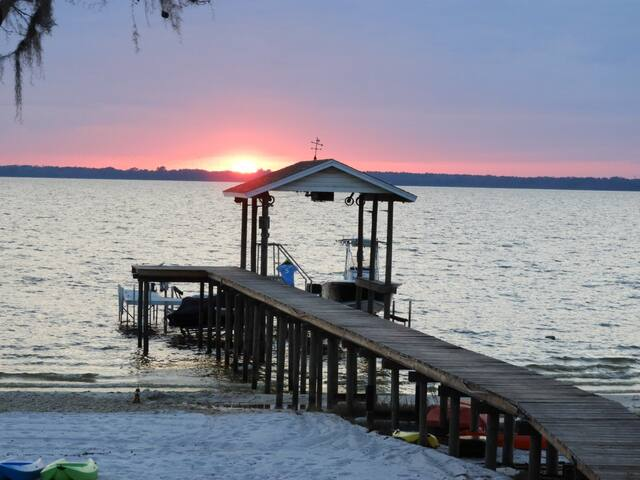 Lakefront w/Pool, 5 Bedrooms & Amazing Sunsets - Ocklawaha