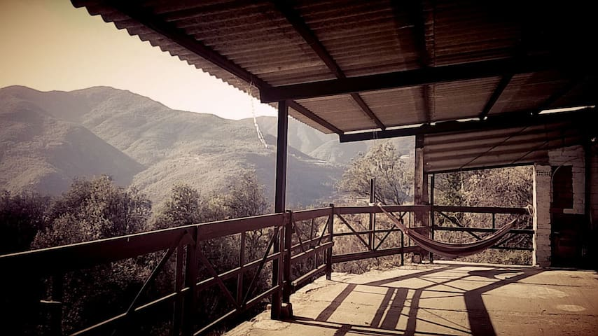 Casa milenaria en plena montaña - Fogars de montclus - Hus