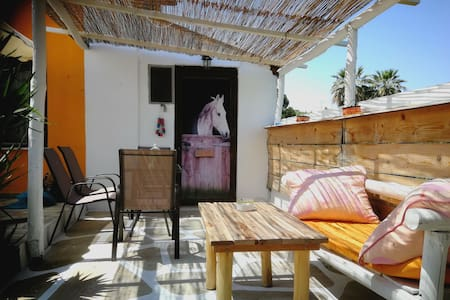 Small house with kiosk  200 meters from the beach
