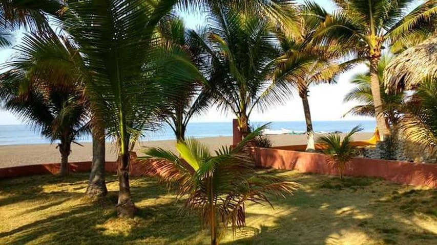Monterrico Casa Frente al Mar / Ocean front House