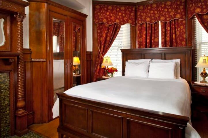 American Guest House - Room 203