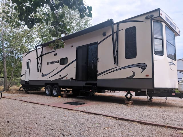 Outdoor Glamping Destination Residence RV OK64