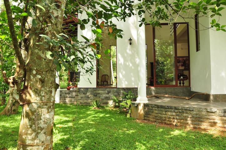 KUMBUK VILLA ~ naturall(URL HIDDEN)s - Colombo