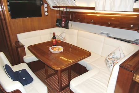 Bed and Breakfast in barca a vela, LIBECCIO - Portisco - Гестхаус