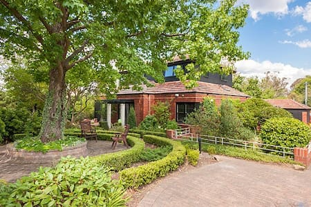 Classic Canberra Home - House