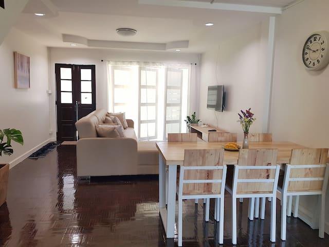 欢迎~ Lovely house with Garden & Kitchen @Nimman
