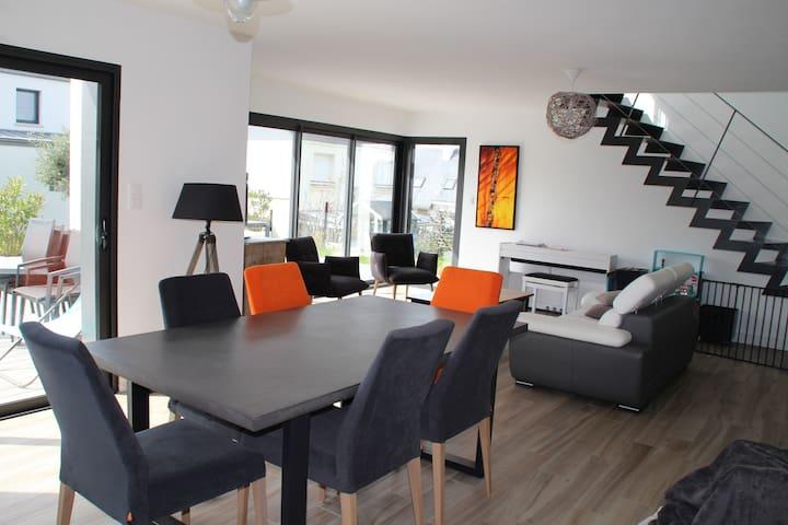Grande maison moderne 4 chambres - Locmiquélic - Hus