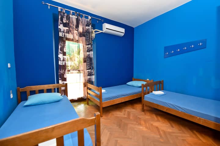 Simple,Central&Cheap Hostel - room 9 for 3 pax