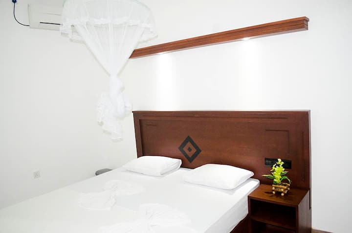 ROMANTIC CLEAN BRIGHT AC ROOM WITH BREAKFAST