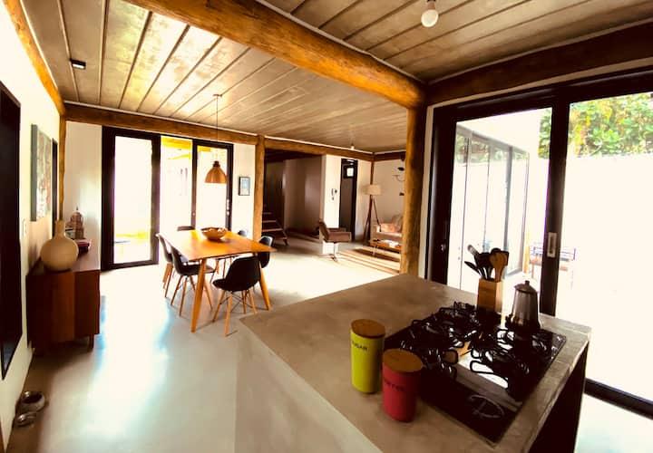 Linda casa contemporânea,3 suítes  bairro nobre.