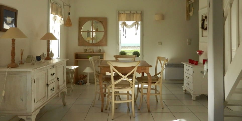 Appartement de charme avec mezzanine. Vue sur mer